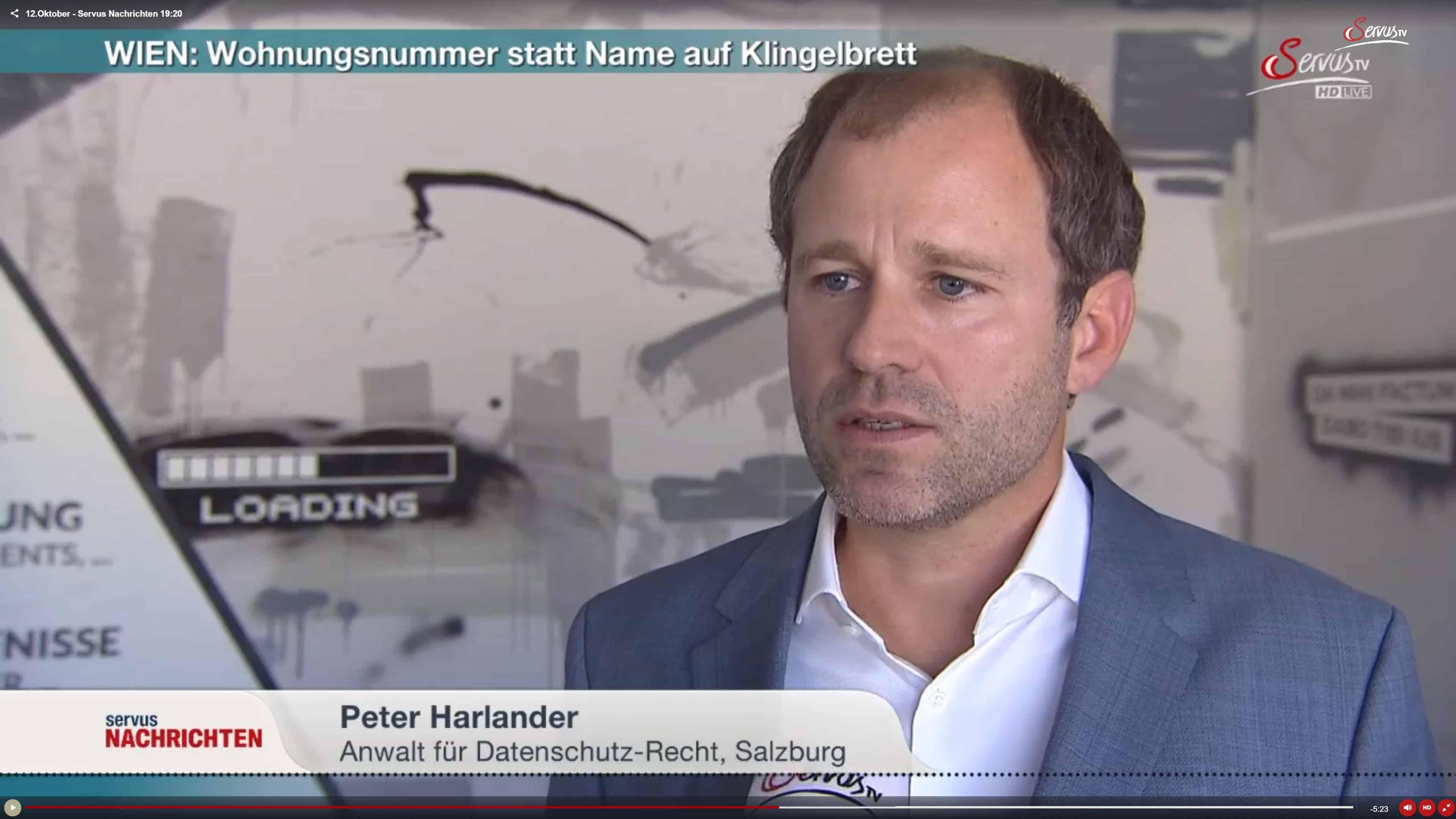ServusTV: Wohnungsnummern statt Namen auf Klingelbrett